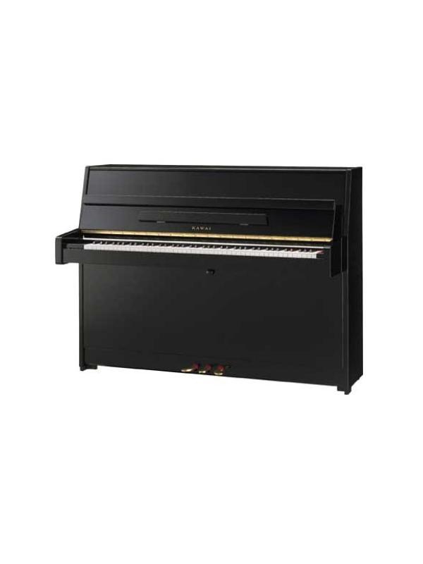 PIANO ACÚSTICO VERTICAL Kawai K 15 - El piano perfecto para un hogar. La tabla armónica está hecha de picea sólida cuidadosamente seleccionada, asimétricamente rematada y científicamente verificada para satisfacer la demanda de los estándares de resonancia  y obtener ese sonido inigualable. Los barrajes traseros están construidos con un diseño laminado y robusto para mantener la óptima rigidez y una estabilidad de tono superior.