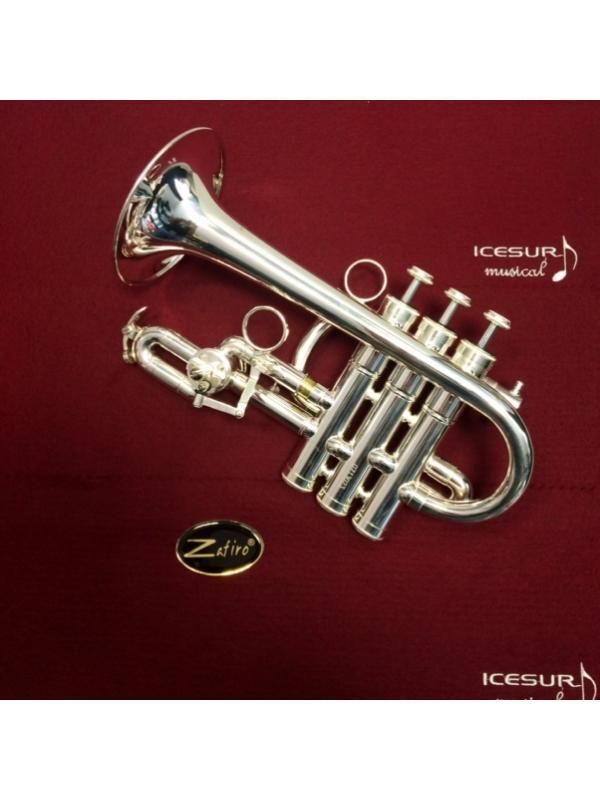 TROMPETA PICCOLO ZAFIRO PLATEADA - Estupenda trompeta picolo lacada con acabados en plata. Incluye funda para el transporte.