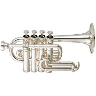 TROMPETA PICCOLO Bb YAMAHA YTR-6810S - Esta trompeta piccolo profesional tiene una campana más pequeña y un tamaño de orificio, produciendo un sonido más adecuado para la música de solo o de cámara. Este modelo tiene cuatro válvulas de pistón y tuberías de plomo intercambiables Bb / A.