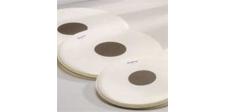 PARCHE DE PLÁSTICO FUERTE HONSUY - Parches batidores de lámina gruesa con disco central con un espesor de lámina de 250 micras. Disponible en 12, 13, 14 , 15, 16, 18, 20, 22, 24 y 26 pulgadas para tambor y bombo.